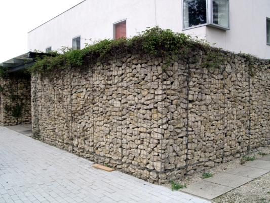 Gabions+and+Bankshores+-+Railway+and+Silverstone_gabion-house2.jpg.small.jpg