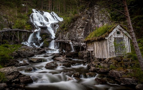 fairytale-architecture-norway-1__880.jpg
