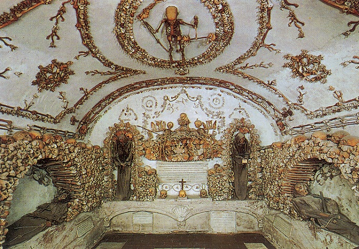 Capuchin_Crypt_6_Crypt_of_the_Three_Skel.jpg