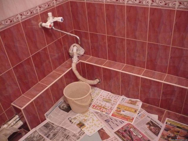 как упрятать тубы панелями в ванной