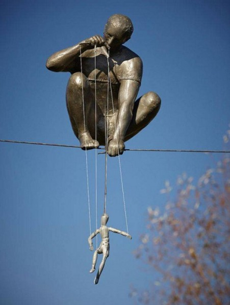 gravity-defying-sculptures-the-puppeteer.jpg