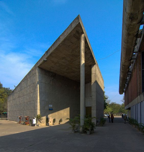 Le Corbusier. Музей и галерея искусств (Museum and Gallery of Art), Чандигарх (Chandigarh), Индия. 1952.jpg