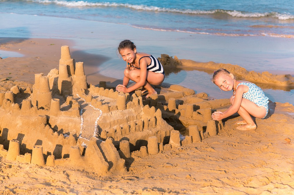 New-Hampshire-kids-on-the-beach-building-a-sandcastle-Shutterstock_157157258.jpg